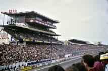 La foule massée ligne droite des stands, le 10 juin 1978 - ©autoetstyles.fr