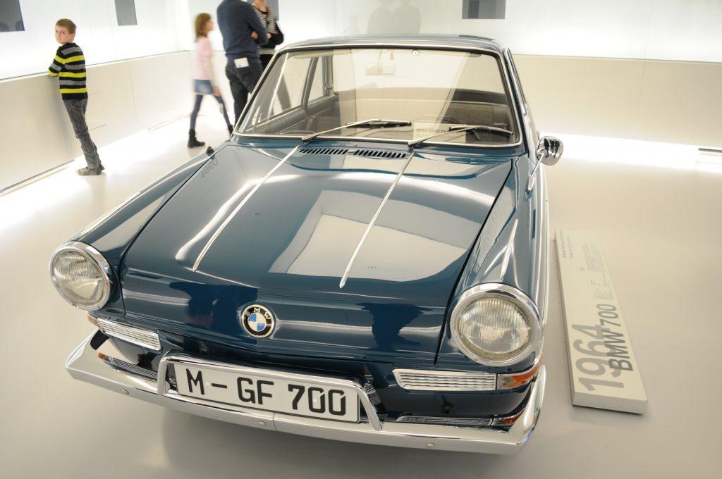 BMW 700 (1964) - ©autoetstyles.fr