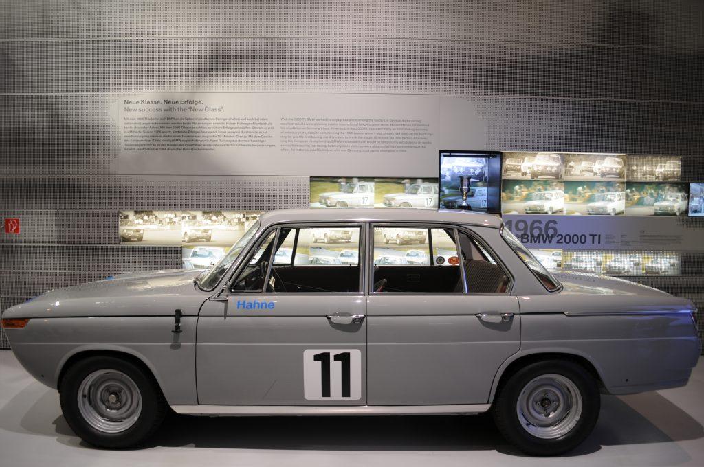 BMW 2000 TI (1966) - ©autoetstyles.fr