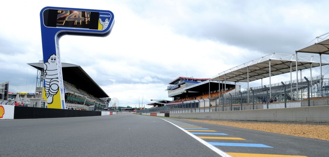 Circuit des 24 heures du Mans - Ligne droite des stands - ©autoetstyles.fr