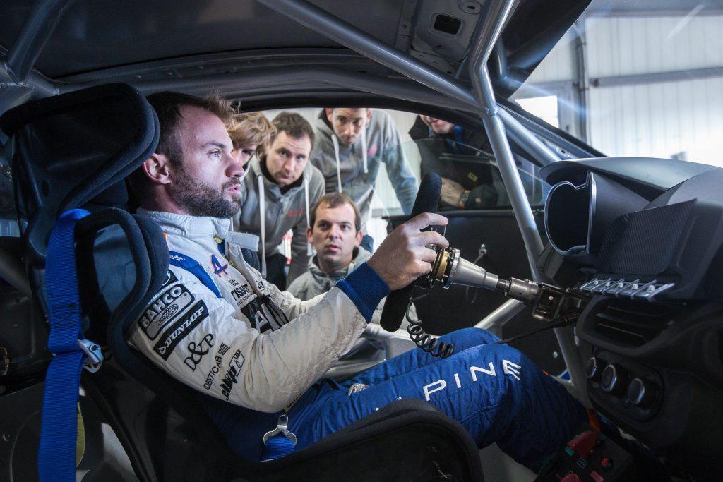 Nicolas Lapierre teste l'Alpine A110 Cup