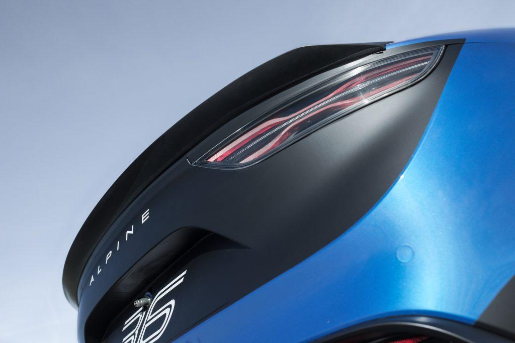 Gros plan sur les optiques arrière de l'Alpine A110 Cup
