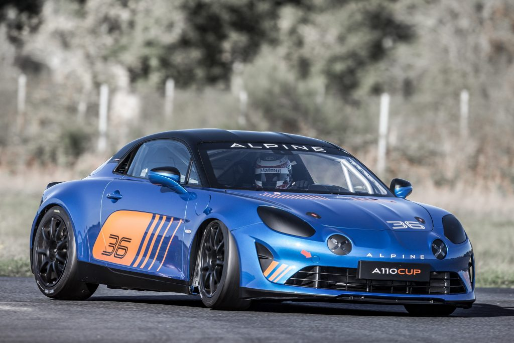 L'Alpine A110 Cup à l'attaque d'un virage