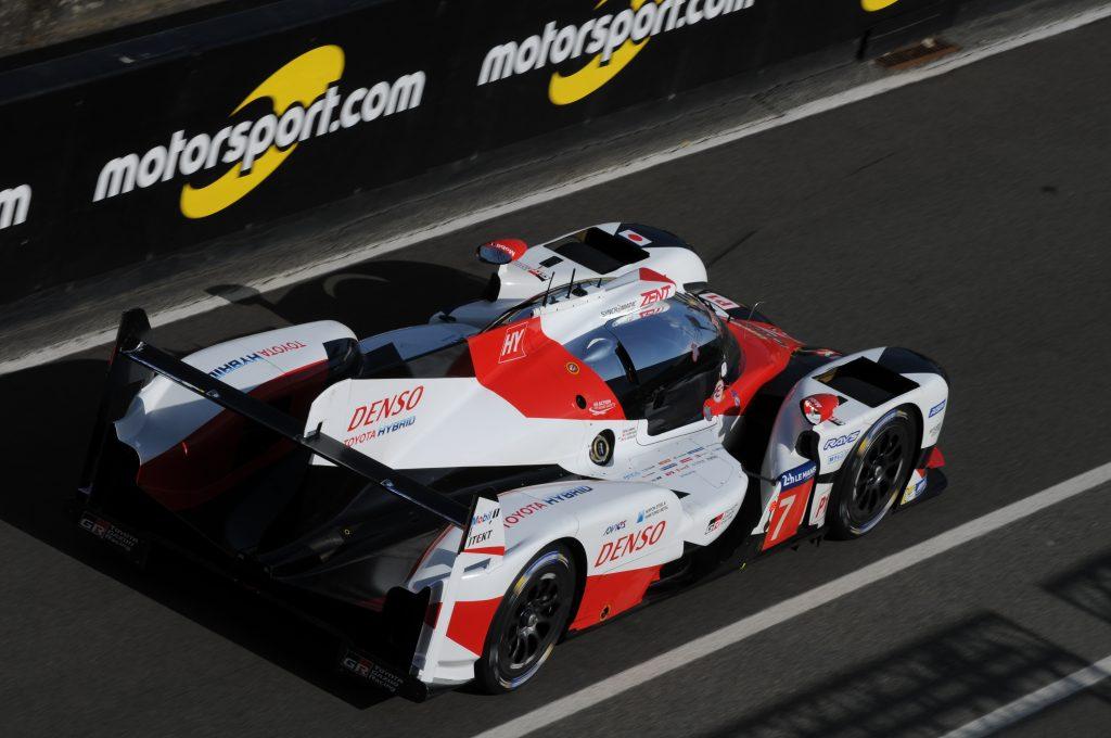 La Toyota TS050 Hybrid n°7 dans la voie des stands lors de la journée test des 24 Heures du Mans 2017