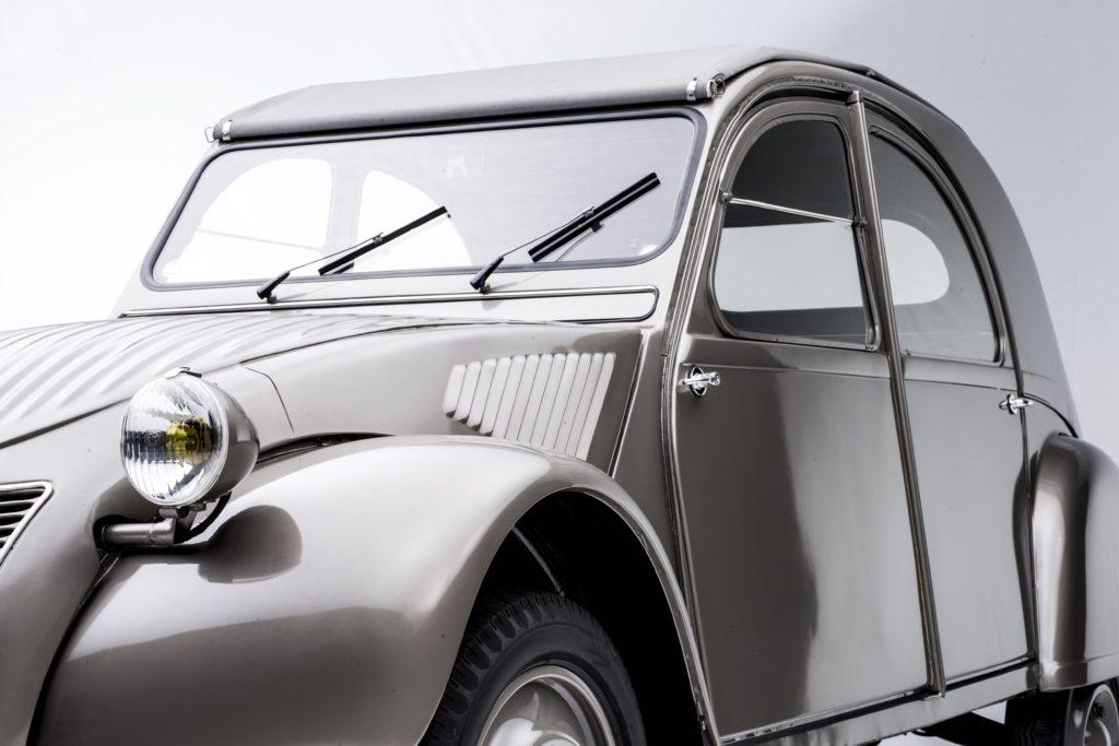 La Citroën 2CV fêtes ses 70 ans à Rétromobile en 2018