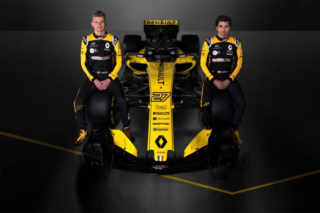 Nico Hülkenberg et Carlos Sainz Jr posent devant la Renault RS18
