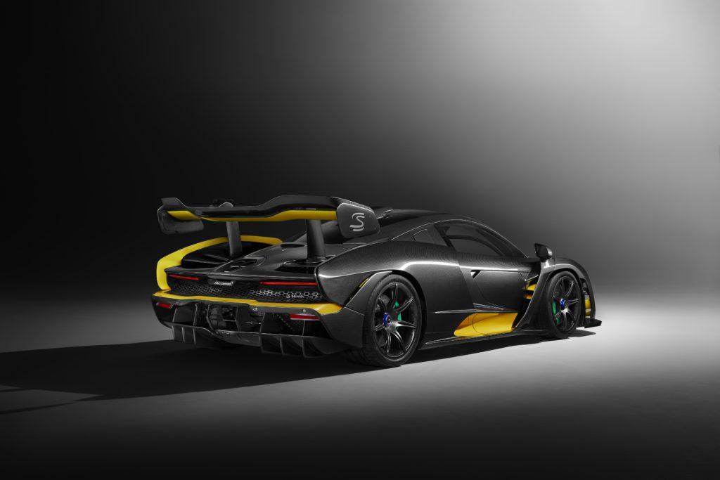 Vue arrière de la McLaren Senna Carbon Theme by MSO